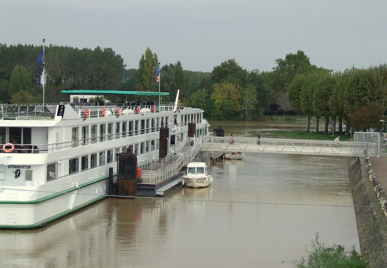 le ponton sur la Dordogne, coté Libourne