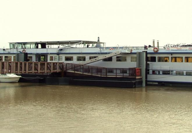 bateau au ponton