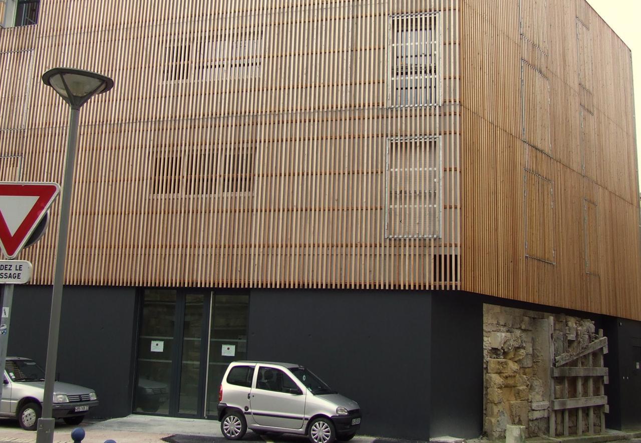 construction avec façade bois,