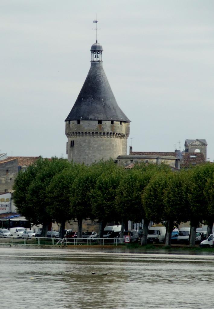 la tour Richard ou tour de l'Horloge