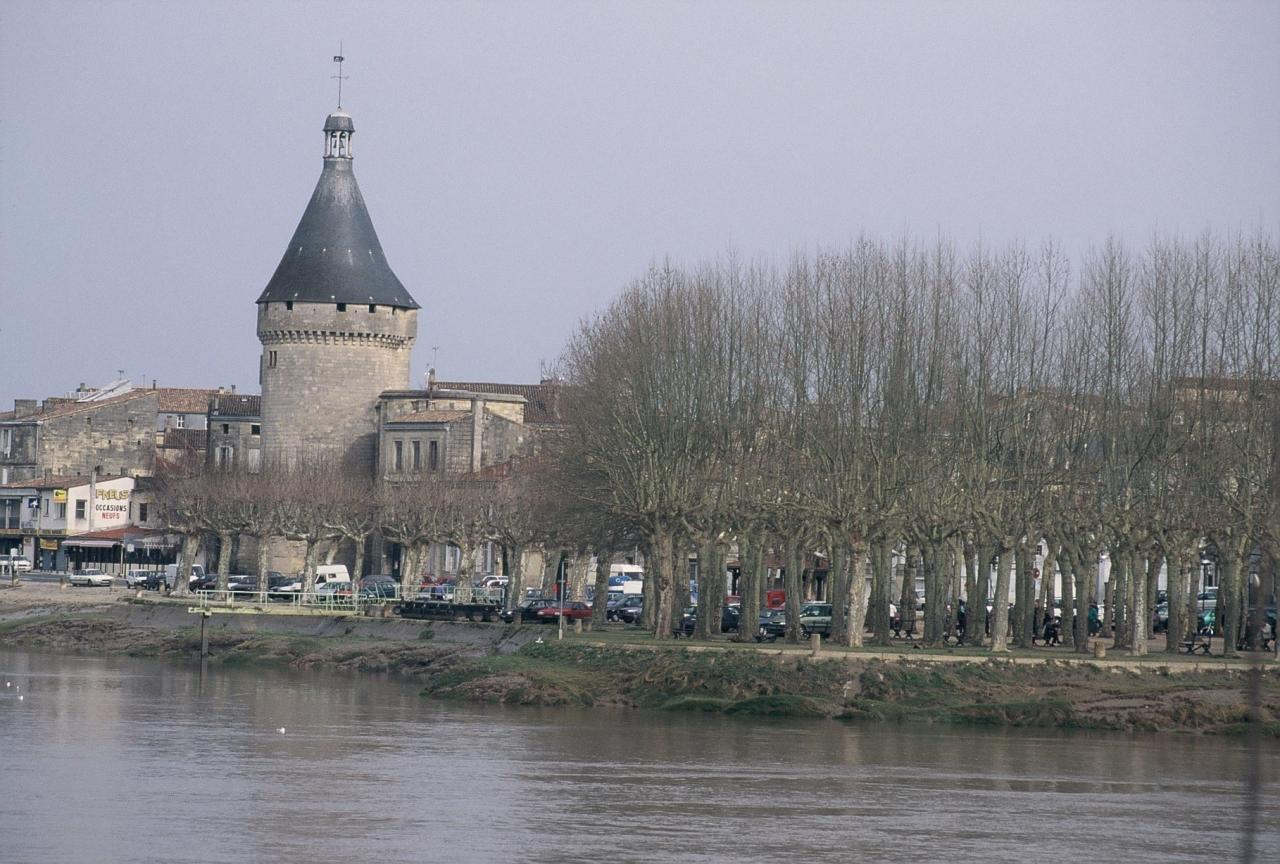 la tour Richard et les quais