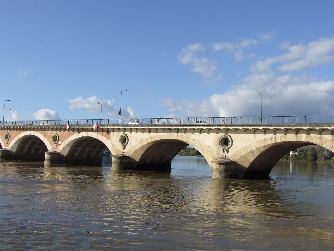 le pont sur la Dordogne, le pont de pierre