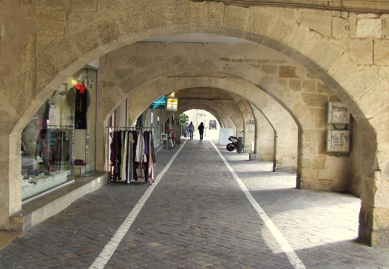 les couverts, Place Abel-Surchamps